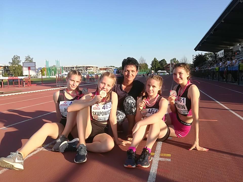Sztafeta z medalem Mistrzostw Polski U16